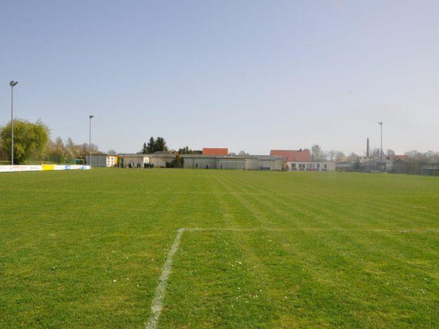https://www.sv-eiche-wachau.de/wp-content/uploads/2018/09/Sportplatz-02-640x480.jpg